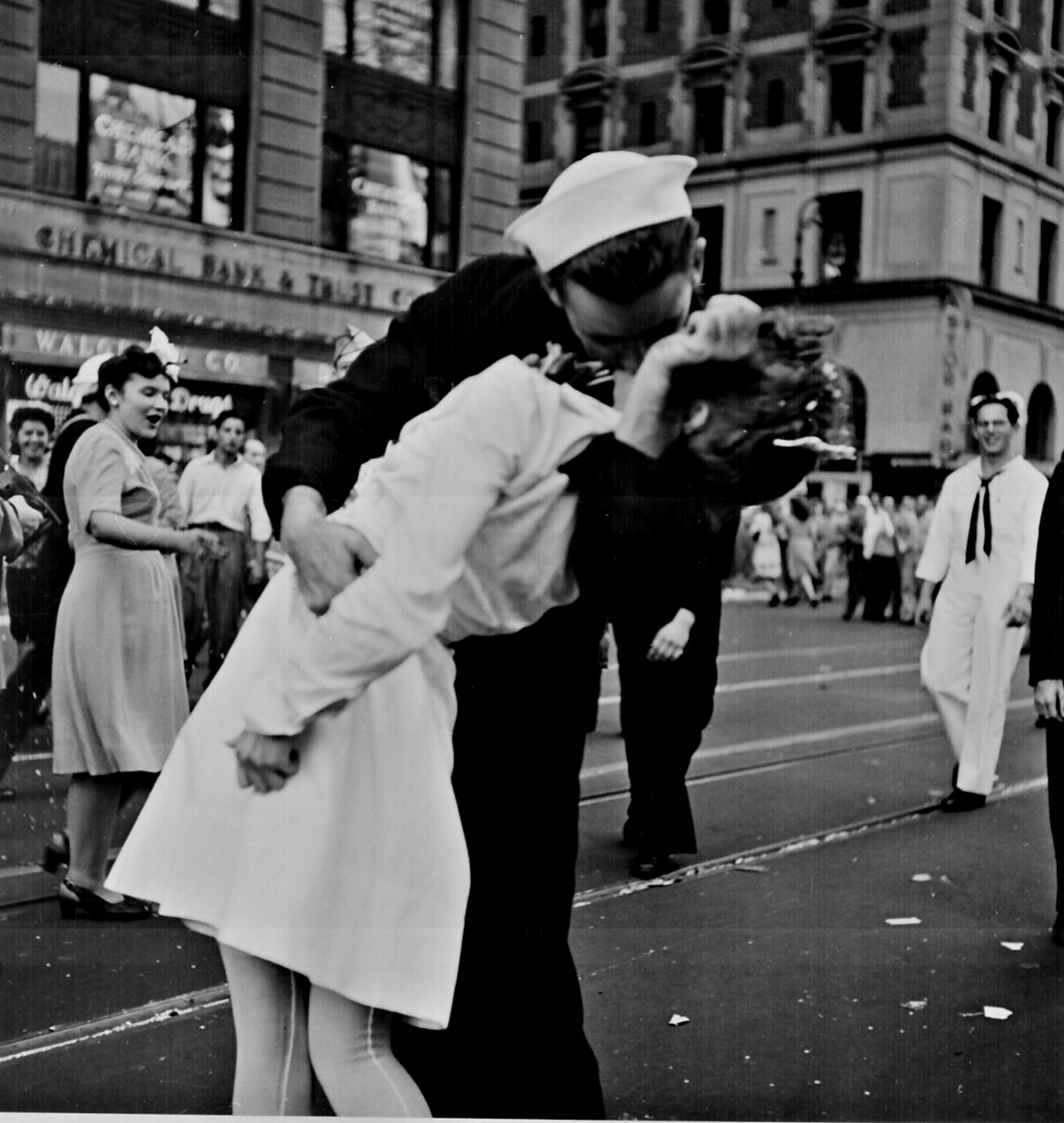 pub-domain-kiss-ww2-197-l-copy.jpg