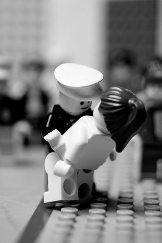 lego-kiss.jpg