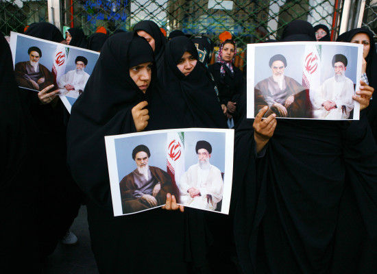 photo-in-protest-pro-gov-iran