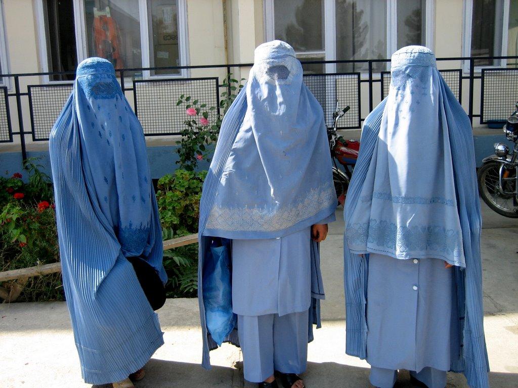 three-burqas-snapshot