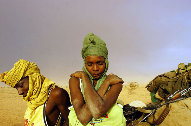 lynsey-addario-darfur-man-and-woman
