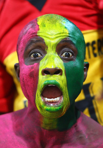 painted-face-soccer-fan-ghana