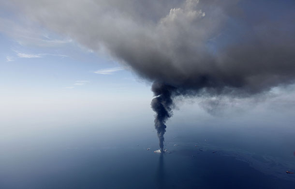 Gulf oil rig burning
