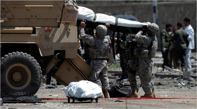 Loading  corpses in Kabul