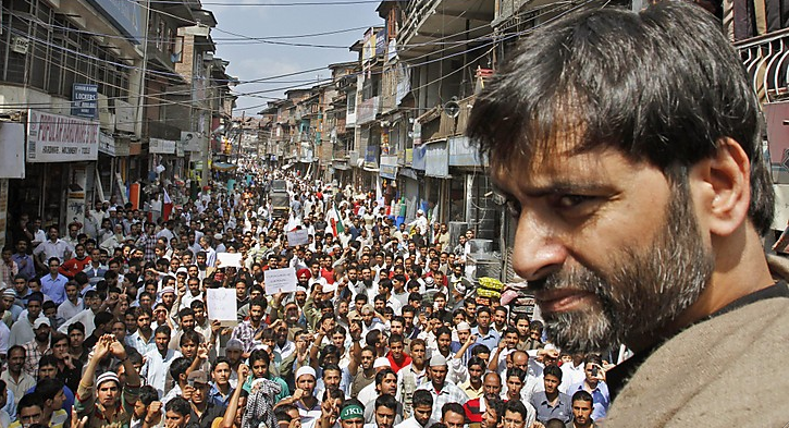 Yasin Malik & crowd