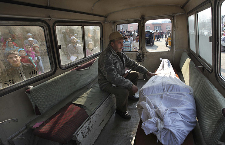 Corpse and cop-in-Srinagar