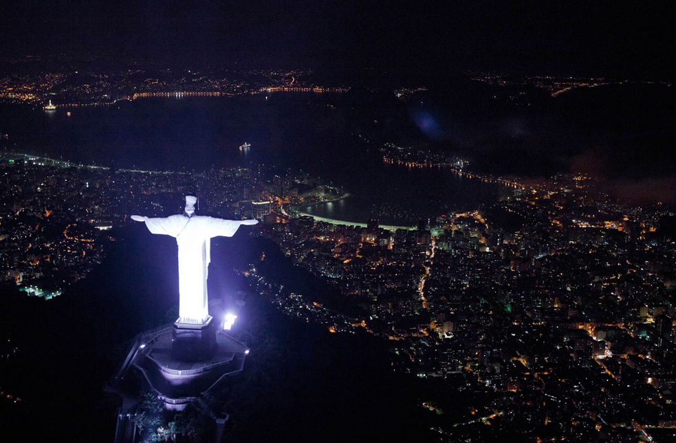 Christ The Redeemer : Turning off the lights to see