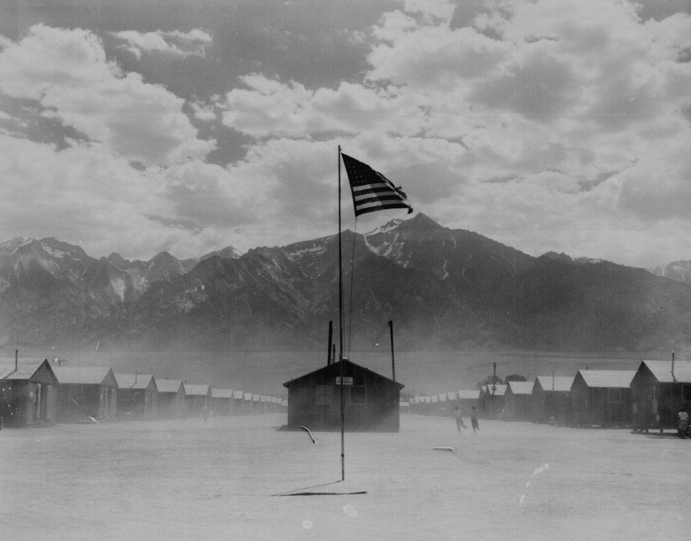 Lange, Manzanar flag