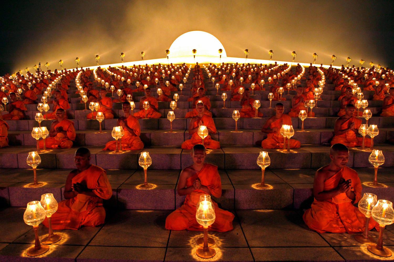 Monks Makha Bucha