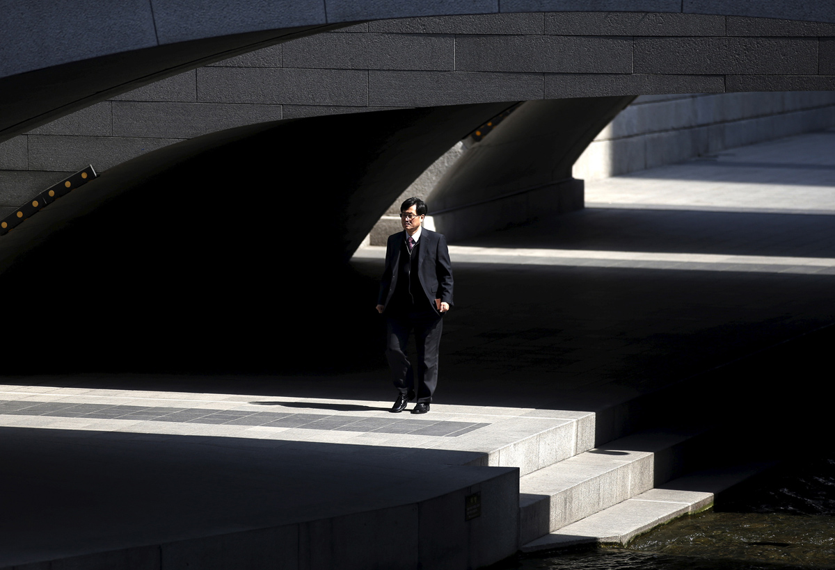 A man walks along the Cheonggye stream in central Seoul, South Korea, March 15, 2016. REUTERS/Kim Hong-Ji - RTSAM1C